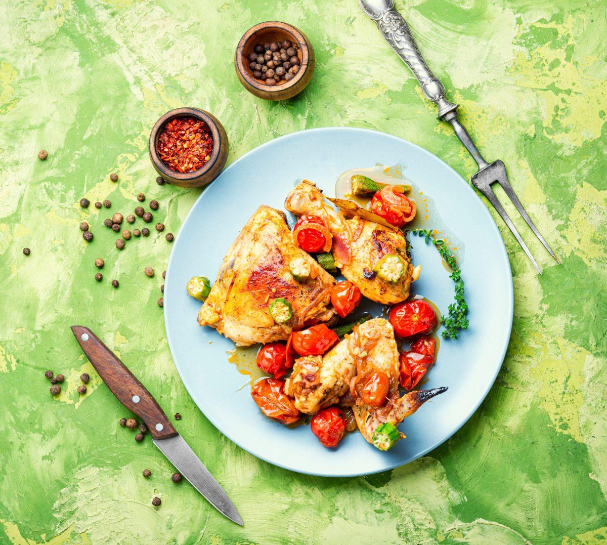 Pollo-al-horno-en-salsa-de-ajo-y-pimentón-